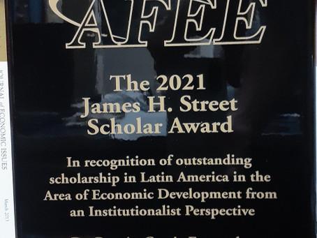 Professor da UFABC recebe prêmio internacional na área de economia