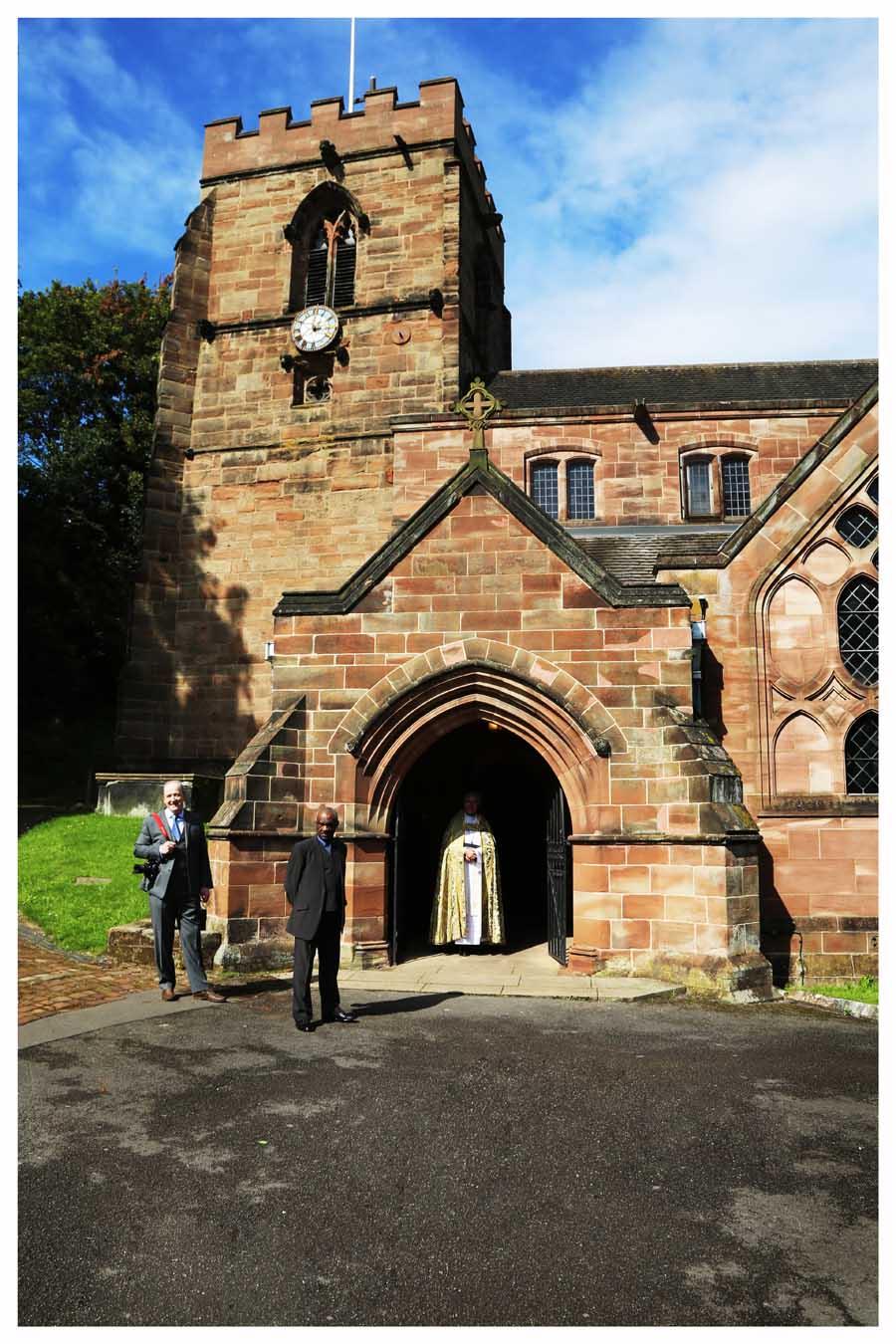 CHURCH ARRIVAL Photo by Simeon Thaw Copyright  2015 (37).jpg