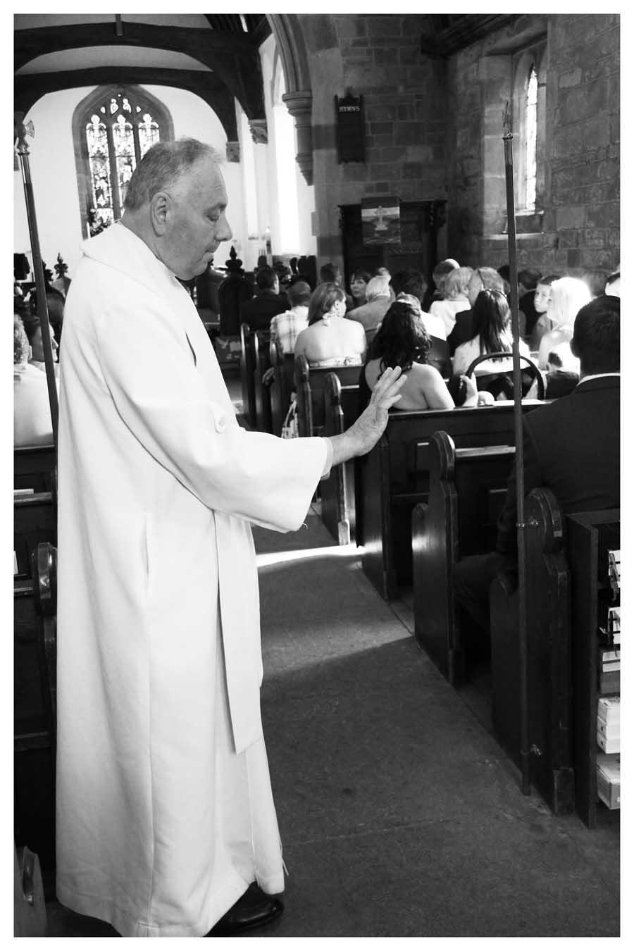 CHURCH ARRIVAL Photo by Simeon Thaw Copyright  2015 (14).jpg