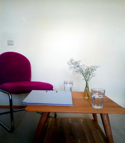 Tisch mit Stuhl.png