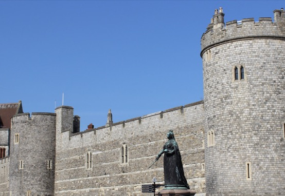 Statue of Queen Victoria outside Windsor Castle.