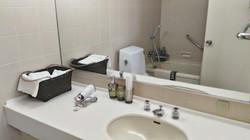1階寝室(専用バスルーム&トイレ)