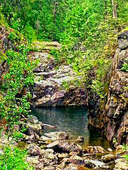 Hippy Hole (cliff jumping spot)
