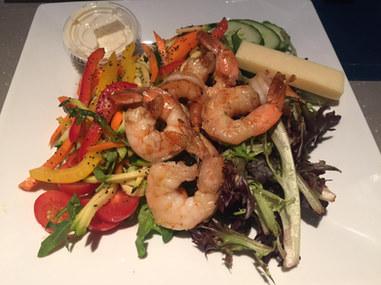Salade de crevettes grillées