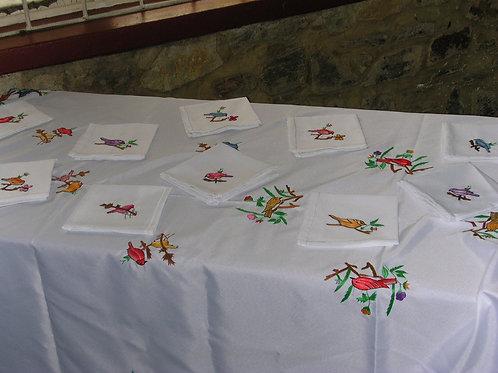 Merveilleuse nappe artisanale 200 X 220 avec 12 serviettes