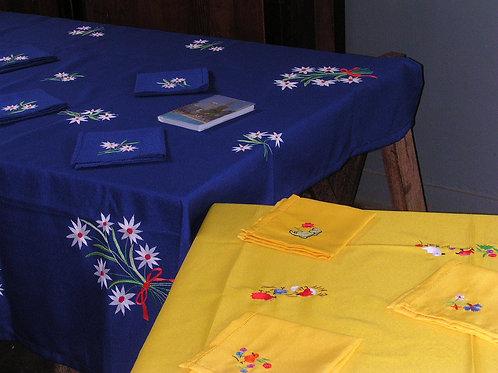 Merveilleuse nappe artisanale 170 X 190 avec 12 serviettes