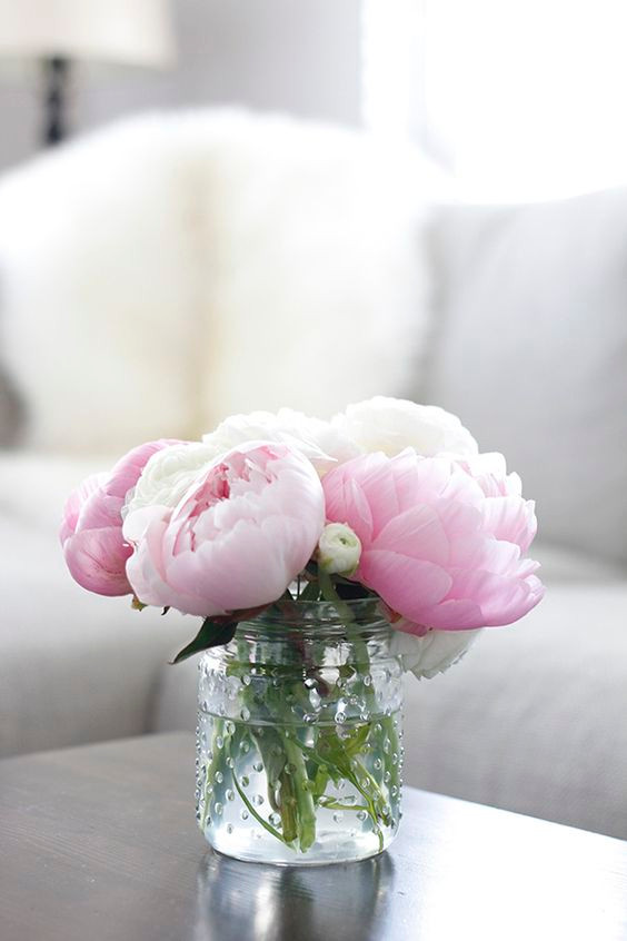 SPRING TRENDS TO LIVEN UP YOUR HOME