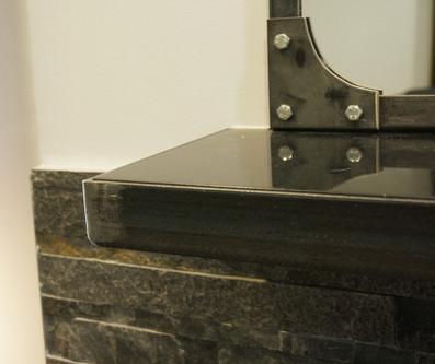 Détail cadre et tablette métal
