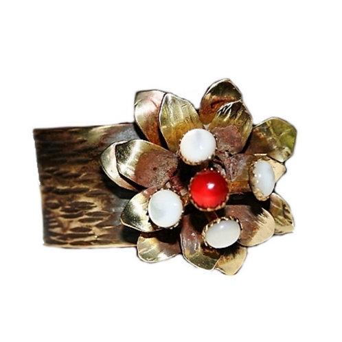 PRO Bracelet fleur avec ses 4 nacres et sa cornaline