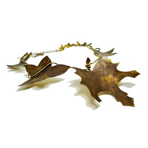 Collier feuilles d'automne en laiton patine marron