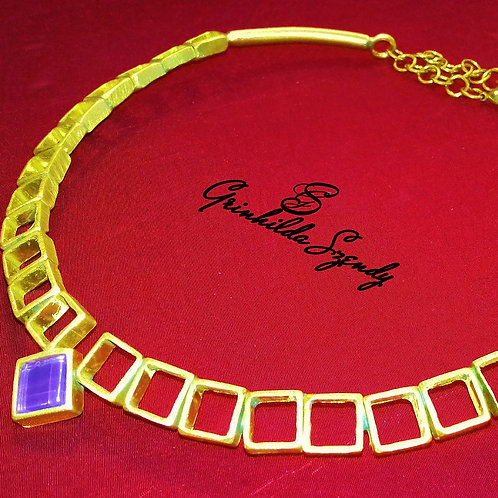 Collier tour de cou carré avec son verre de couleur
