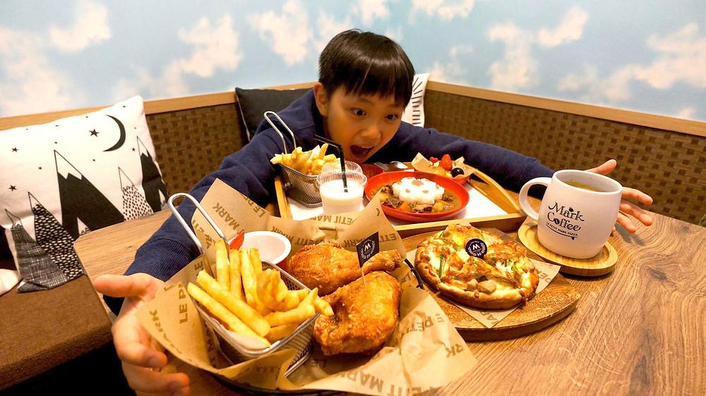 萬金杜鵑聯名限定兒童餐