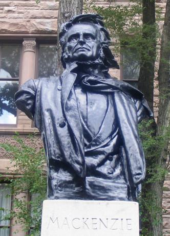 Willian_Lyon_Mackenzie_statue.JPG