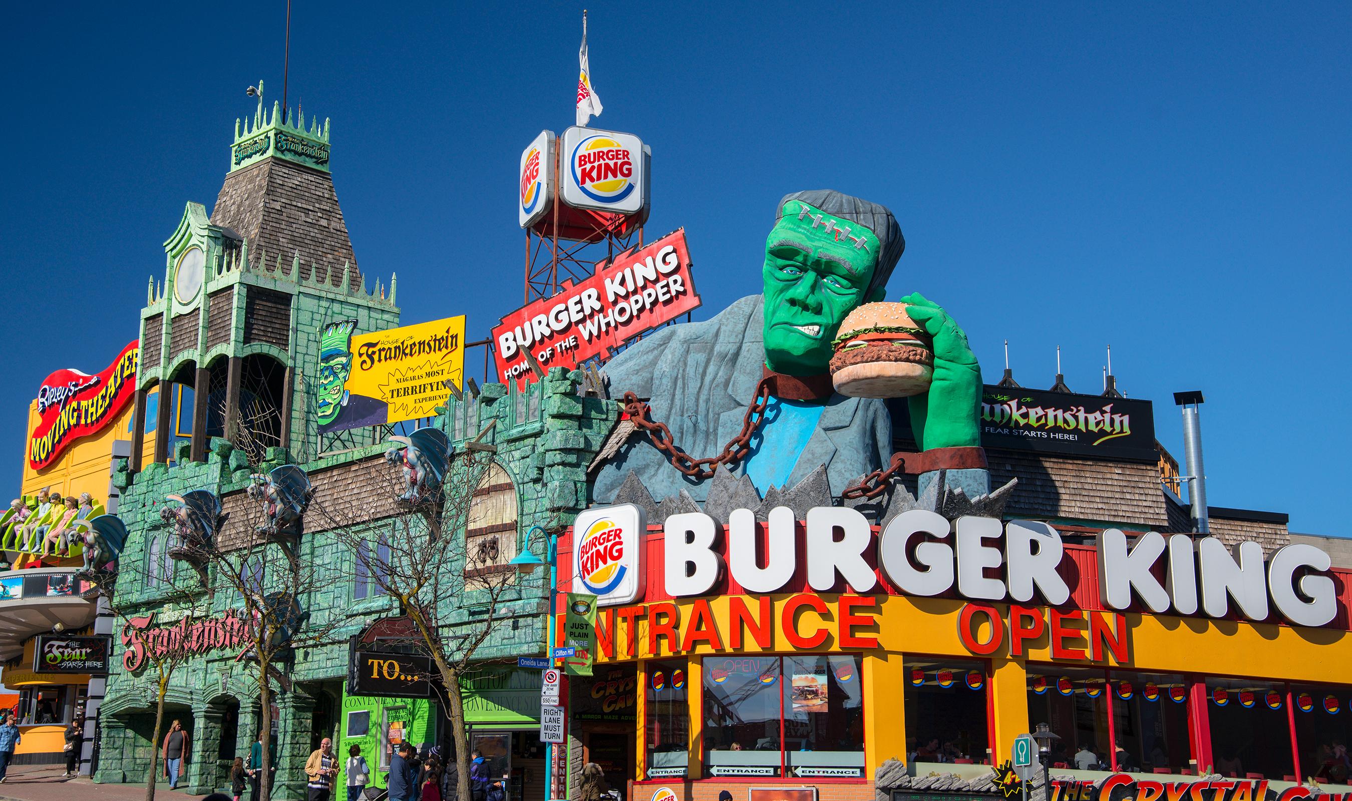 Clifton_Hill,_Niagara_Falls_attractions,