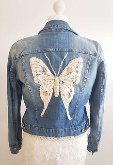 Jeansjakke-str-42-sommerfugl-01.jpg