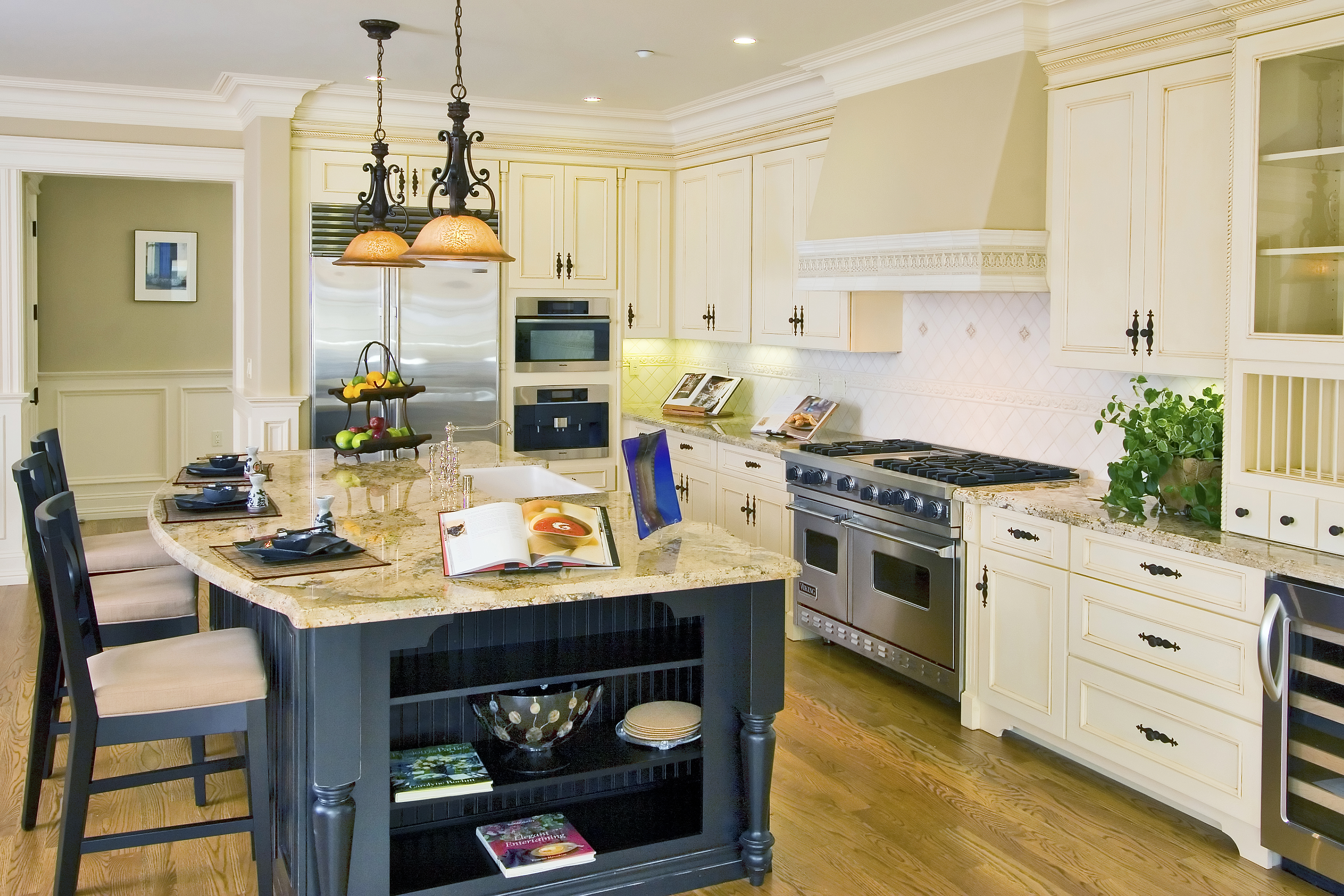 Luxury Two Toned Kitchen