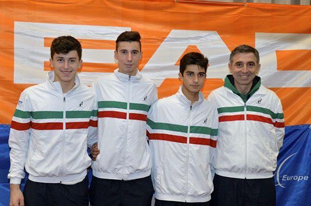 La squadra italiana con il capitano