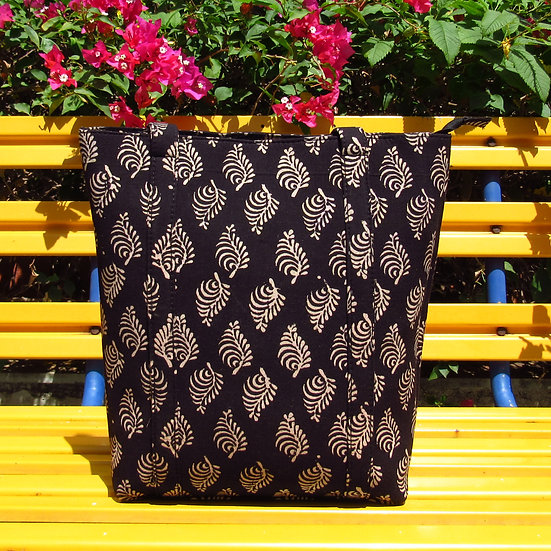 Sulu Tote in Black Leaves