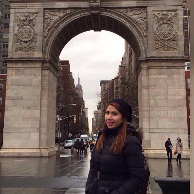 Glarisse Aquino at Arc de Triopmhe in New York