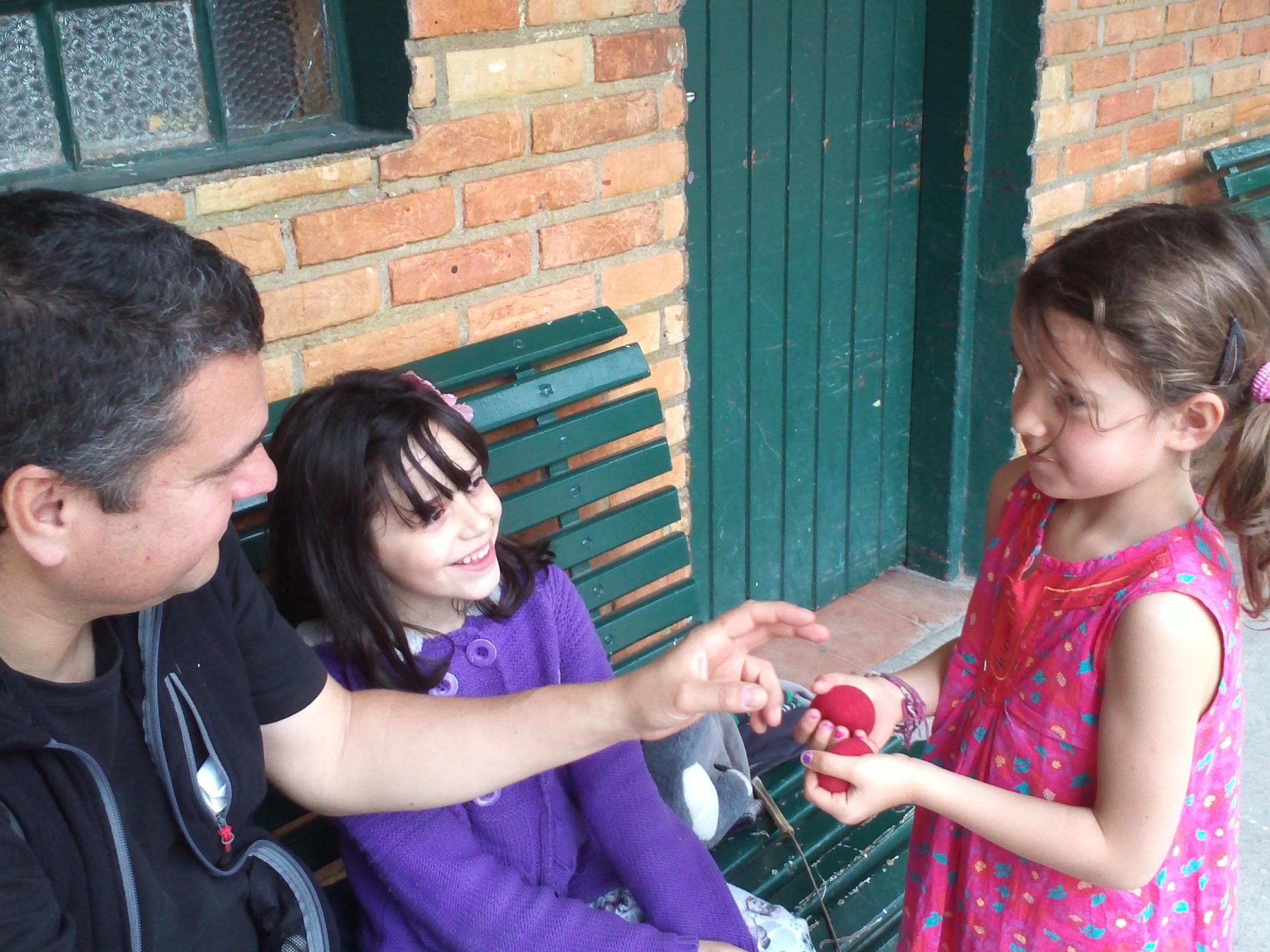 Un partage magique entre ma fille et une petite Brésilienne
