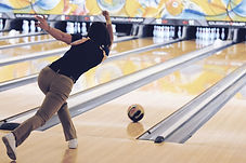 Femme bowling