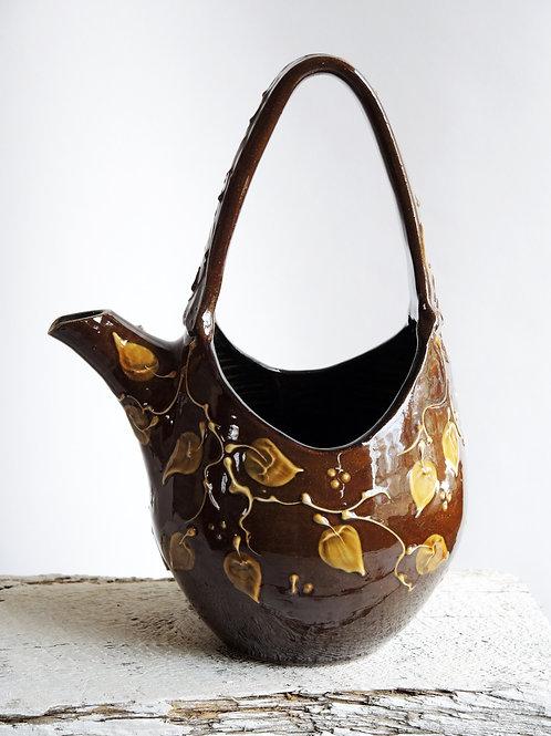 Amber Waterbasket