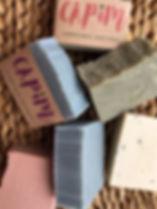 Sabonetes de azeite, feitos a mão na técnica tradicional da saboaria codprocess, com óleos essenciais,manteigas e argilas, Ph ideal para todas as peles. Sabonete hidratante com Aromaterapia, cosmético biodegradável, Slow Beautiful, vegano, Sabonete de Azeite de Oliva, Sabonete de Lavanda, Sabonete de Argila, Sabonete de Capim Limão, Sabonete de Cacau, Sabonete Puro Coco, Sabonete de Café, Sabonete de Cupuaçu, Sabonete De Calêndula, Sabonete de Limão Siciliano, Sabonete com óleos essenciais