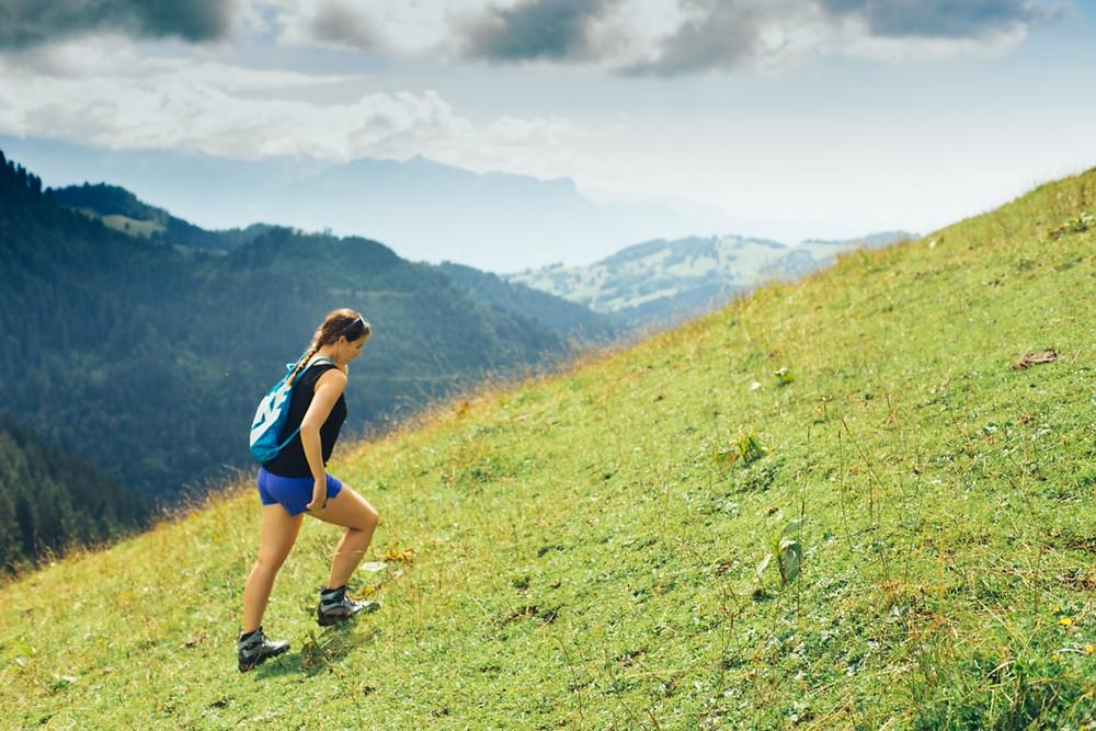 Psychologue FSP se motive à marcher dans la nature