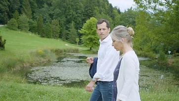 Psychologue en consultation avec son client, dans un cadre bienveillant à Lausanne Genève ou Fribourg