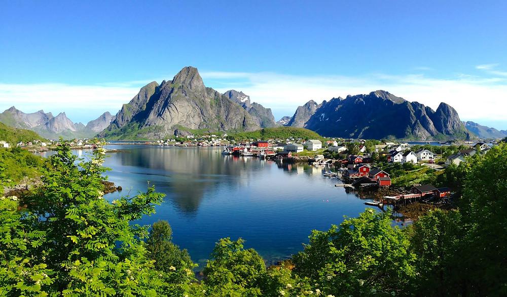 Paysage des îles Lofoten en Norvège, en plein été