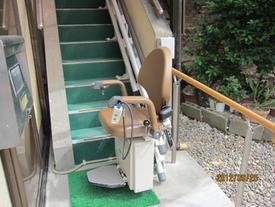 屋外階段昇降機・手すり取付後