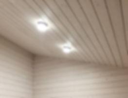 Подшивка потолков доской, светодиодное освещение дома, высокие скошенные потолки, дача