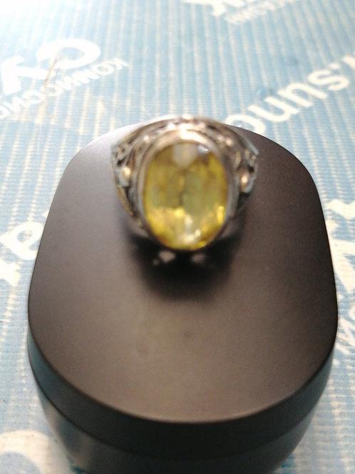 Старинное кольцо с желтым сапфиром