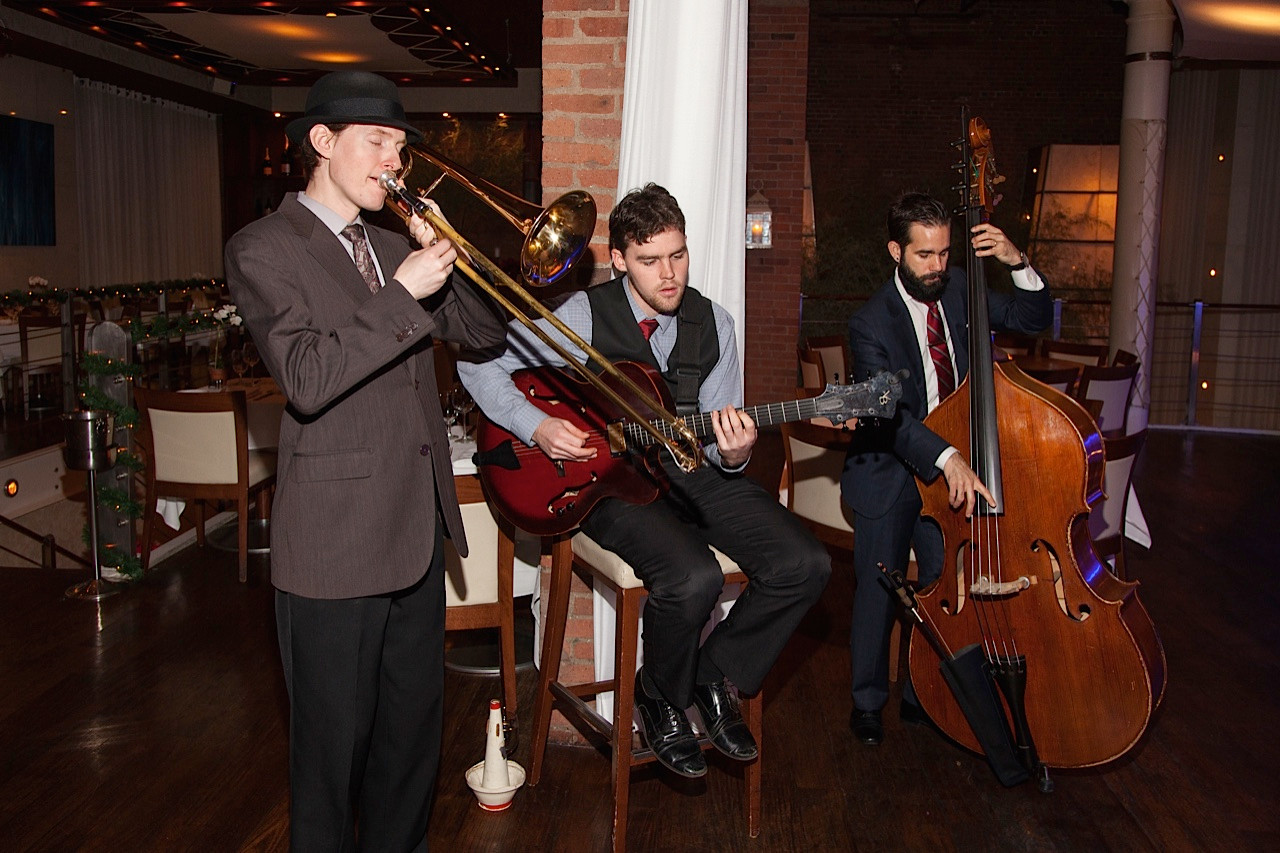 The trio warms up before a gig at a NYC nightspot