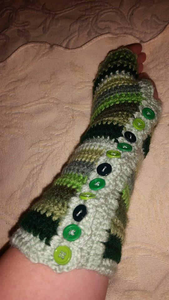 Long Green Fingerless Gloves (2) - Simple Crochet