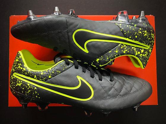 "Nike Tiempo Legend V ""Electro Flare Pack"" Anthracite / Black / Volt SG Pro"