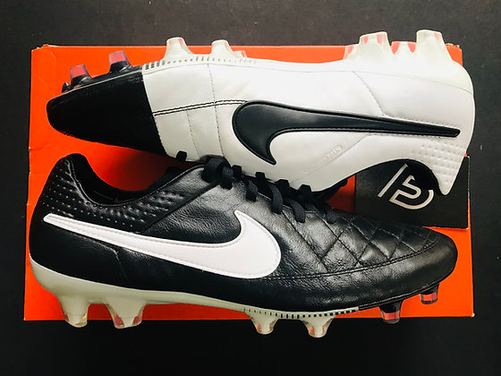 Nike Tiempo Legend V Black / White FG