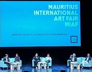 Mauritius International Art Fair Modelli