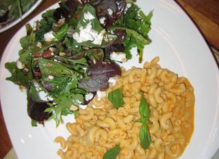 Macaroni sans gluten et sa salade de dattes et feta