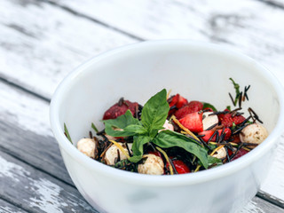 Salade de riz sauvage et de fraises