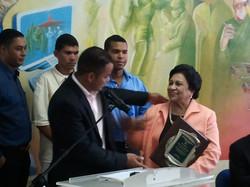 Reconocimiento a Ministra de Edu.