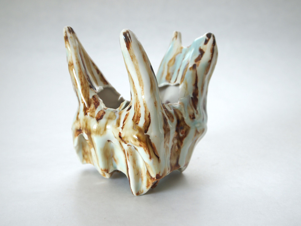 Slip-casted porcelain, oxidation, 2017.  Private collection.