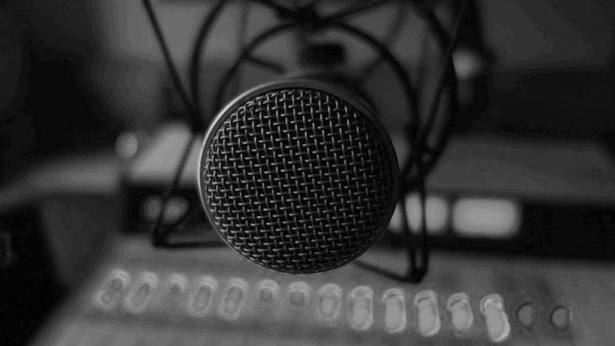 microphone-bw-900x600.jpg