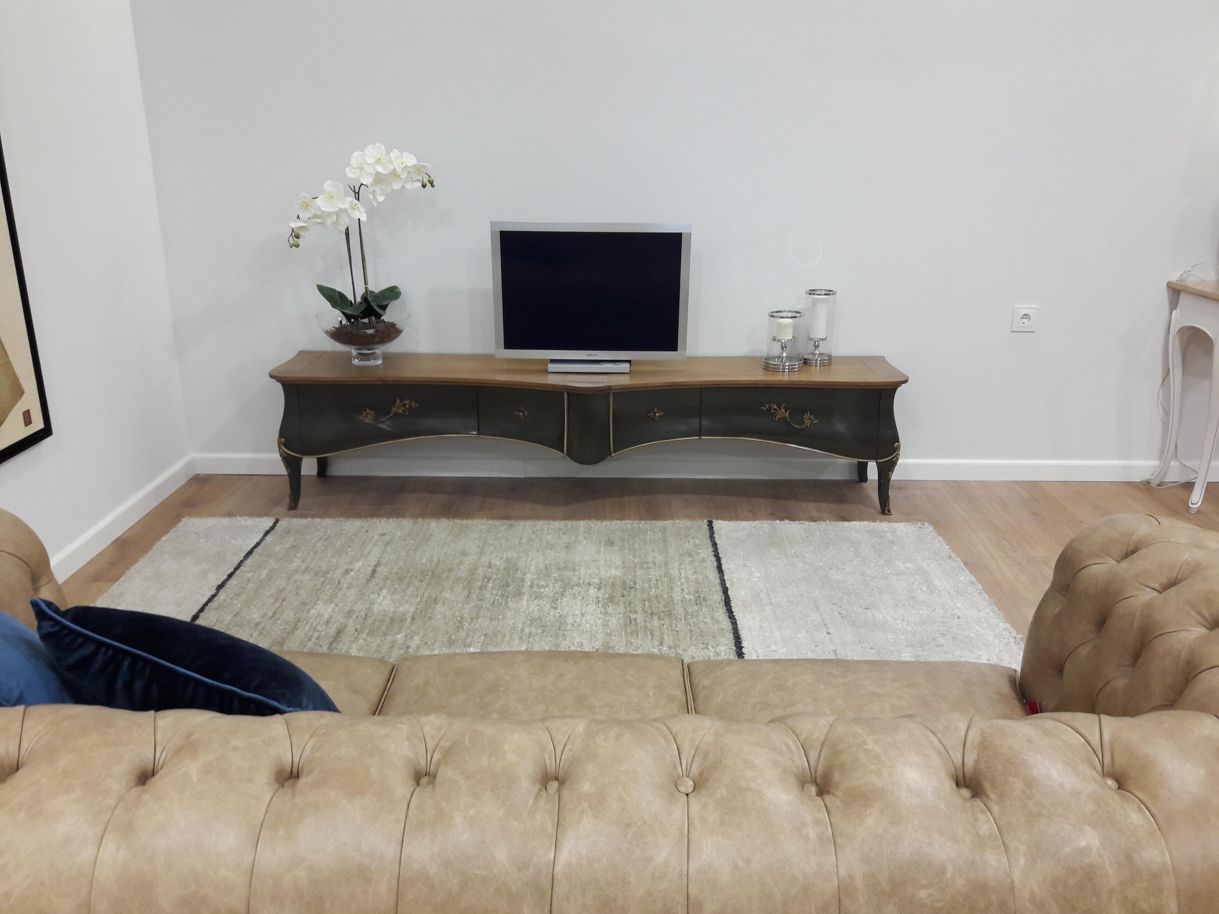 mueble de televisión clasico