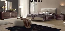 cama tapizada con bancada
