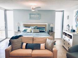 King Bed & Full Sleeper Sofa