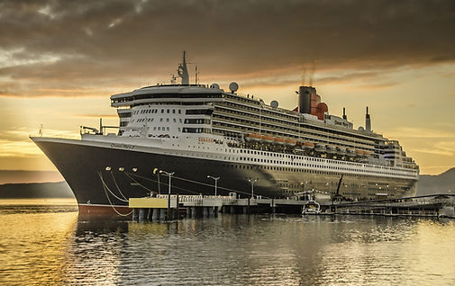 RMS Queen Mary 2 cruise ship steam ship ocean liner sailing at sea