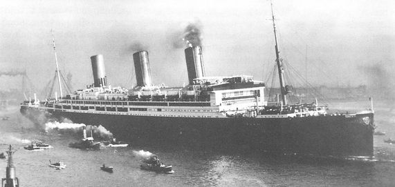picture of SS Leviathan into port