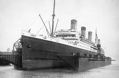 picture of RMS Majestic docked