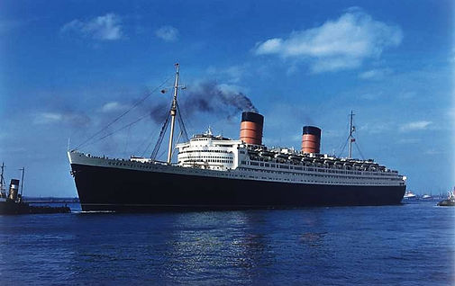 RMS Queen Elizabeth steam ship ocean liner sailing ito port